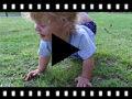 Video from Salomés à pois à scratch pour bébé