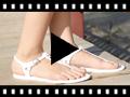 Video from Sandales Entre Doigts en Caoutchouc – Modèle Ursula