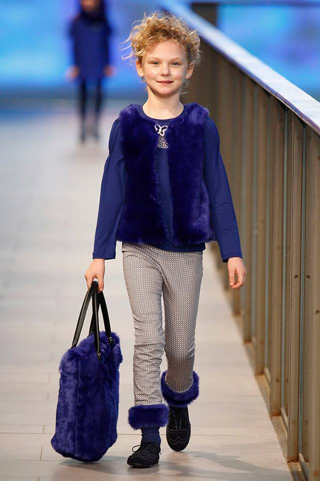Pisamonas en Barcelona Fashion show zapatos blucher para niñas