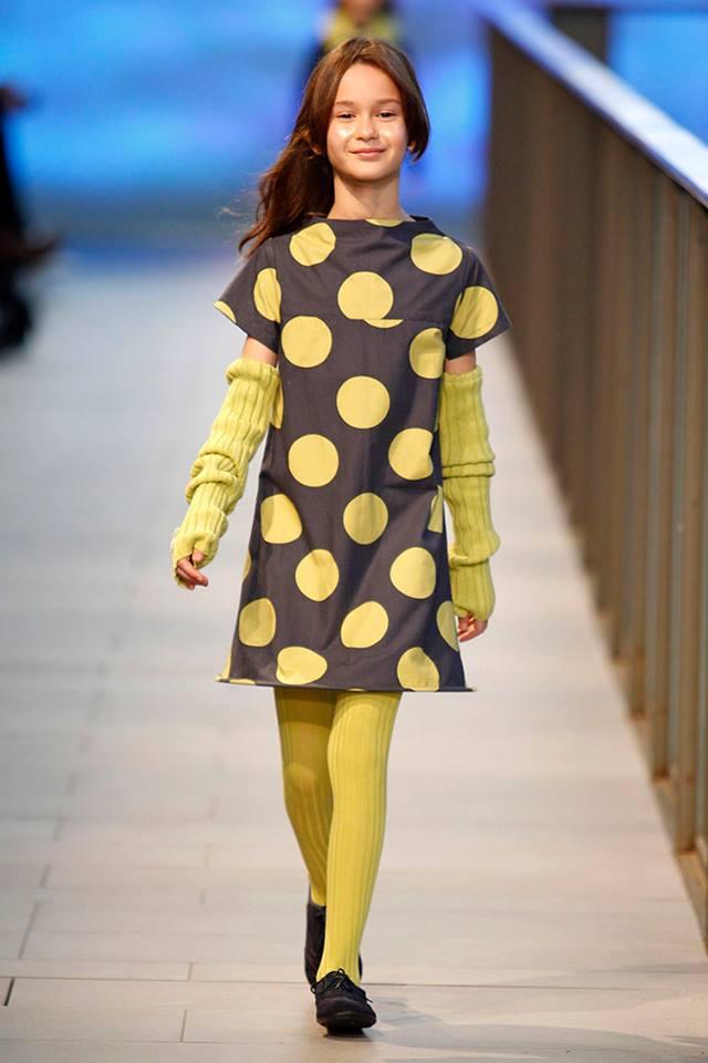 Pisamonas en Barcelona Fashion 2014 blucher de niñas grises