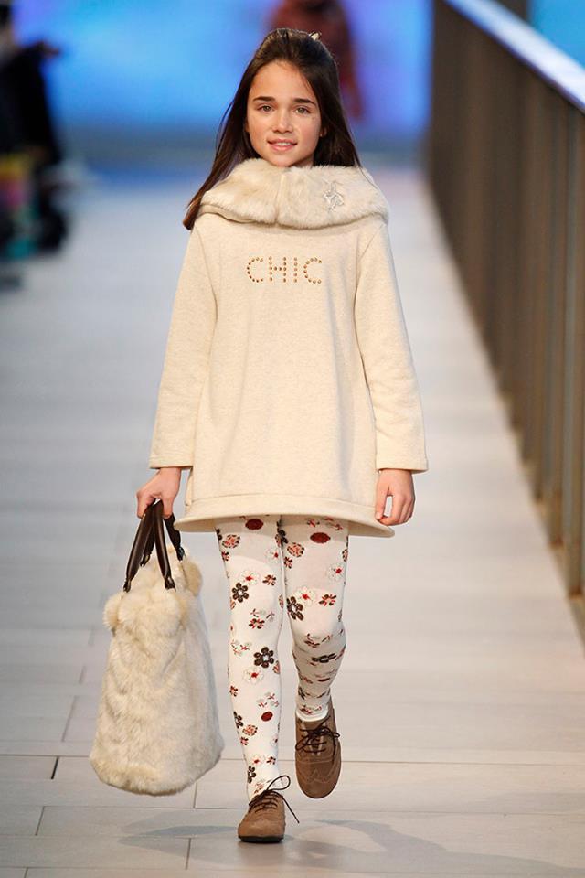 Pisamonas en Barcelona Fashion 2014 blucher de niñas color taupe