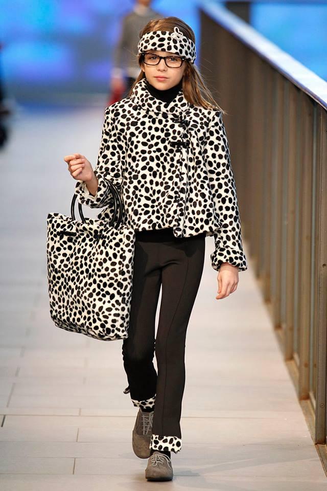 Pisamonas en Barcelona Fashion 2014 blucher de niñas topo