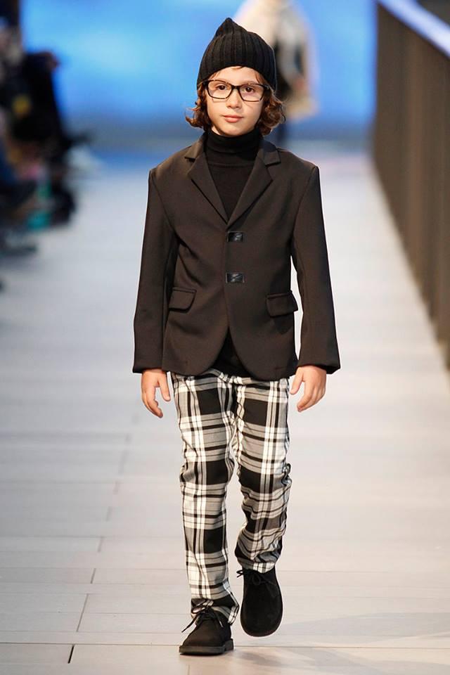 Pisamonas en Barcelona Fashion 2014 botas safari pisacacas para niños marrones