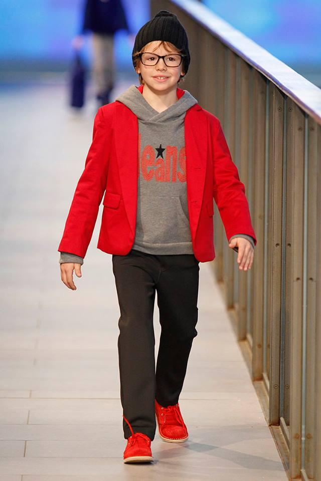 Pisamonas en Barcelona Fashion 2014 botas safari pisacacas para niños rojas