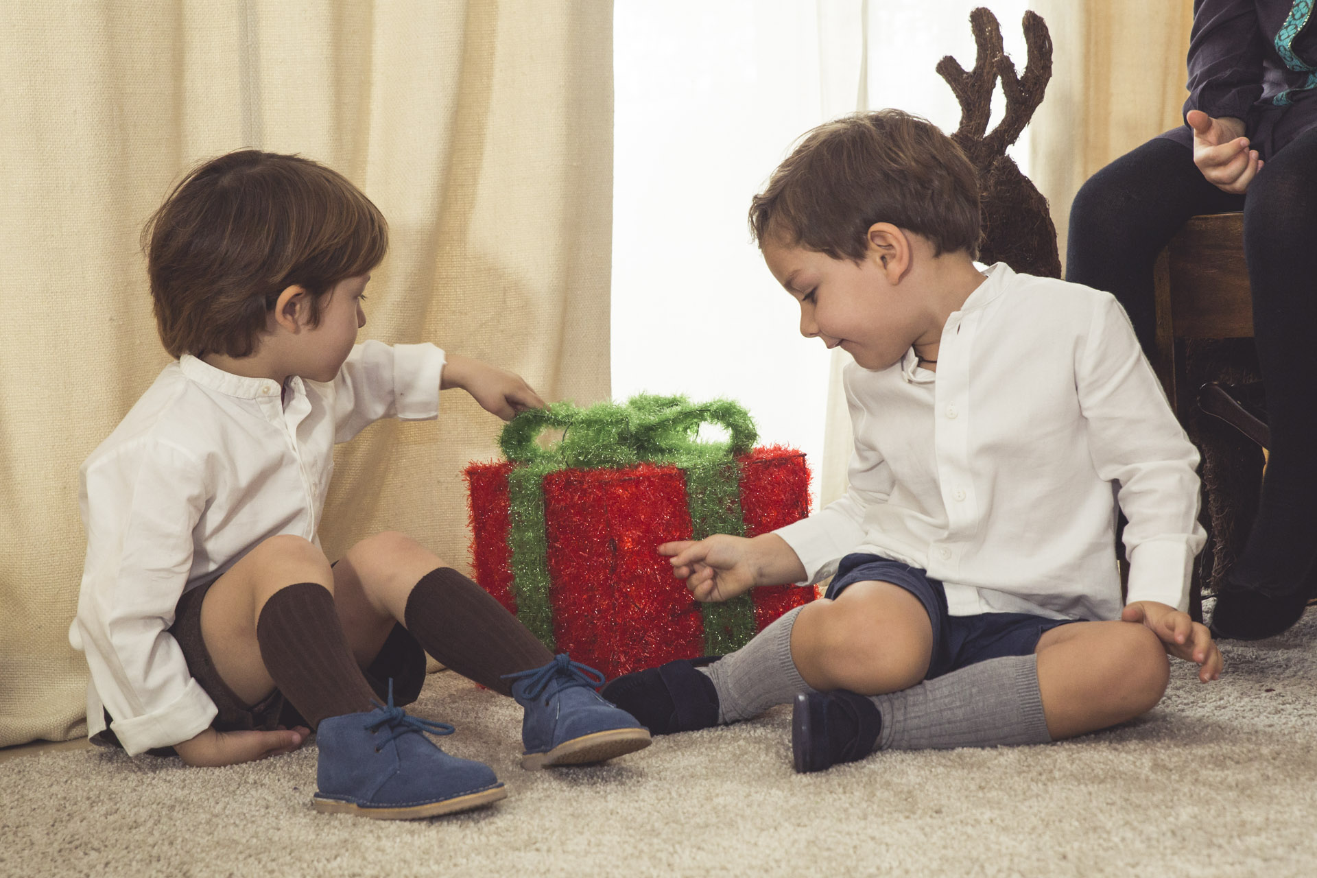Garçons chics pour Noël avec Pisamonas